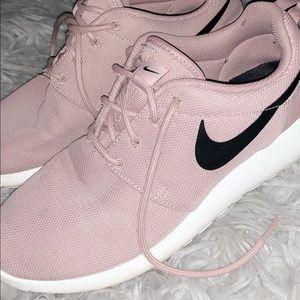 Women's Nike roches
